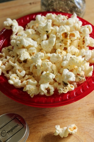 Buttery Parmesan and Oregano Popcorn: Easy snack recipe for #college students.