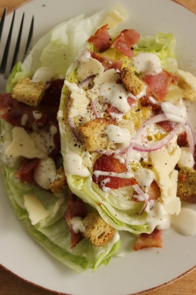 Iceberg Wedge with Bacon Salad: Good mood lunch for final exams! Click to see how to make.