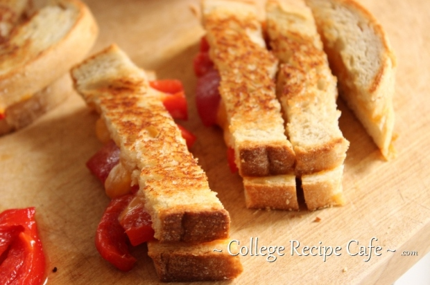 Roasted Red Pepper Grilled Cheese: Easy lunch recipe for students