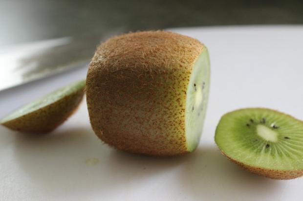How to Peel a Kiwi: Step 1