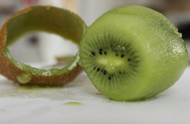 How to Peel a Kiwi: Step 3