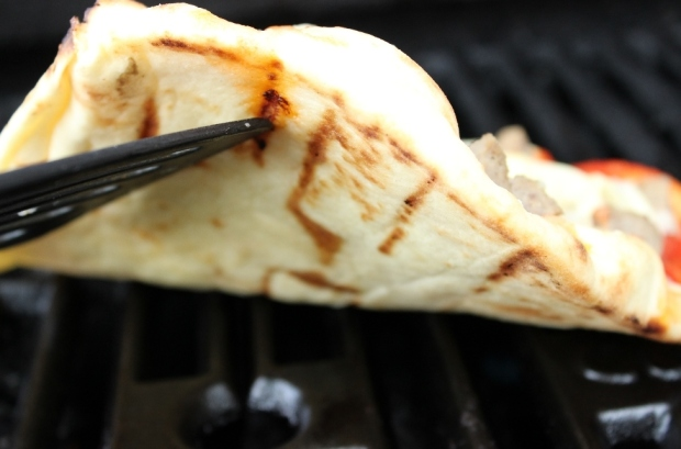 How to give Naan Pizza a grill mark tattoo!