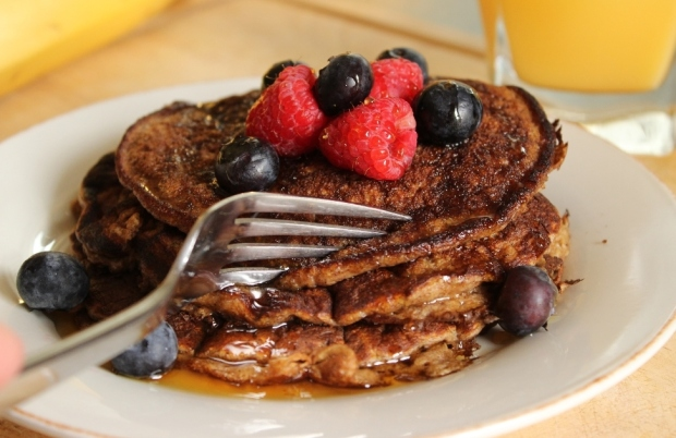 Dig in to these Oatmeal-Banana Pancakes after a workout to help you body recover faster.