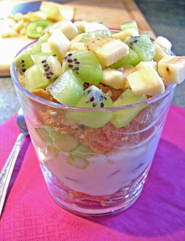 10 Minute Breakfast Fruit Parfait